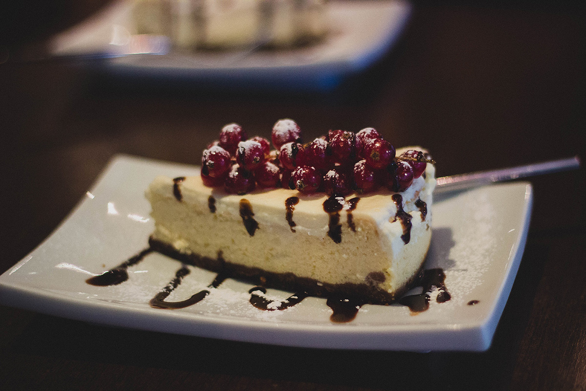 cake-dessert-berries_Trellis-Cafe-Hubbards